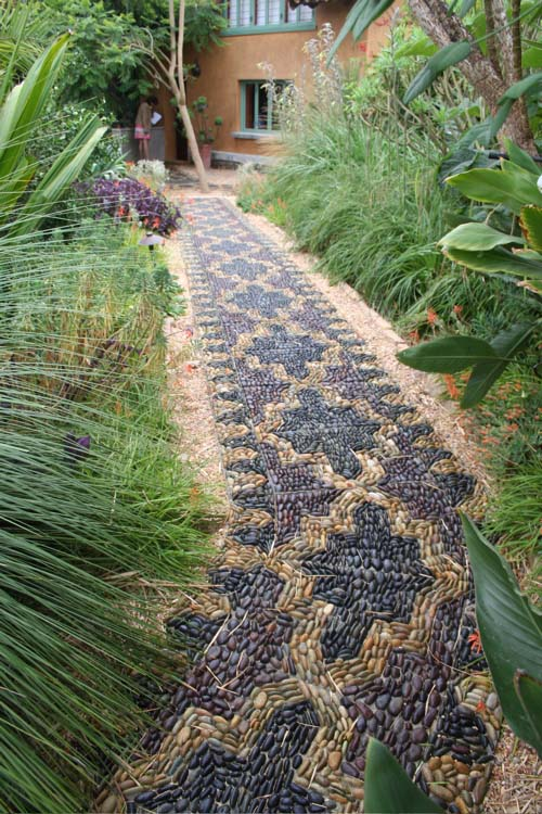 Beautiful River Rock Pathway in Two Colors #riverrocklandscapingideas #homedecorimage