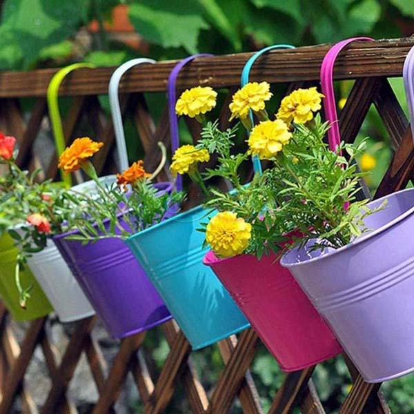 Colorful Hanging Flower Pots on the Fence #fenceplanters #homedecorimage