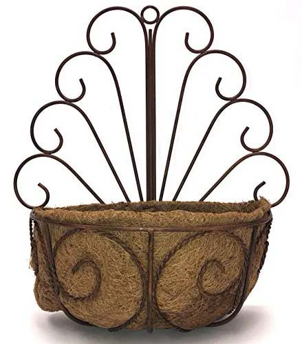 Fence Basket with the Shape of a Peacock #fenceplanters #homedecorimage
