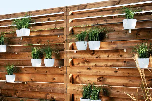 Invisible Shelves on the Fence for Plants #fenceplanters #homedecorimage