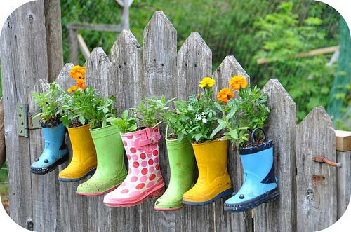 Upcycled Boots Used as Flower Pots #gardenfencedecoration #homedecorimage